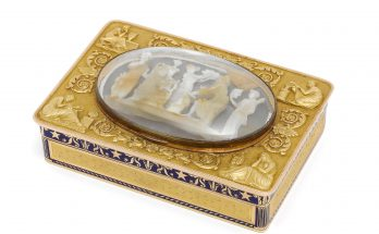 A Napoleonic French gold, enamelled and cameo-set snuff box