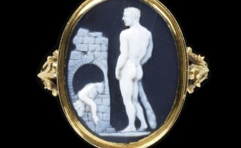 Gold ring, with an oval bezel with a layered agate triplet cameo of Theseus and the slain Minotaur