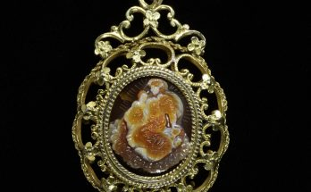 Reliquary pendant in the form of an onyx cameo of the Virgin and Child, set in silver-gilt openwork.